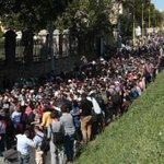 Alemania y Austria reportan la llegada al menos 7.000 refugiados desde Hungría http://t.co/wip2zlKvbc http://t.co/rrZ6Njiokj