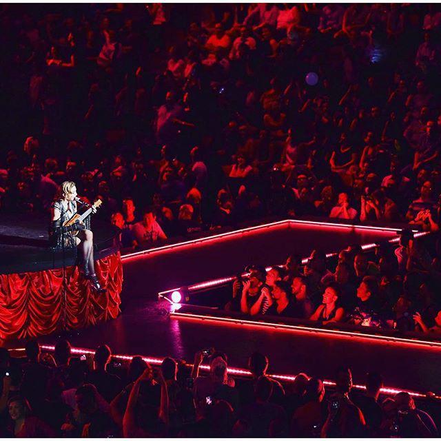 Highlight of the Night! La Vie en Rose????❤️‼️ Je t'aime pour toujours Montreal. ❤️ #rebelhearttour http://t.co/Rm9rLORQd9