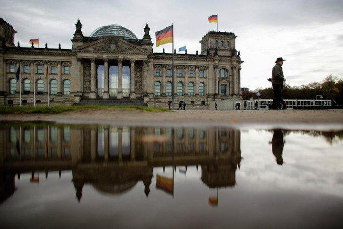 Немецкое СМИ сообщило о планах разместить в ФРГ 20 атомных бомб из США http://t.co/rs4w84VuL5 © AP Photo http://t.co/OD6nGvgOFg