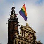 Zo! Die hangt! #comingoutday 11 oktober. Cora-Yfke Sikkema hijst de regenboogvlag. http://t.co/dHvTEtJMHF