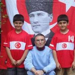 Aziz Sancarın ağabeyi SÖZCÜye konuştu: 6 kardeşiz. Atatürkün yolunda gitmeyi benimsedik http://t.co/TzUVTva0zw http://t.co/W1olrYDdgE