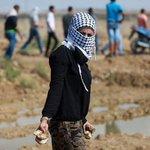 فتاة تشارك في المواجهات قبل قليل شرق قطاع #غزة ! هذا ما تعلمناه في الدين ولم تنكره العادات والتقاليد #انتفاضة_القدس http://t.co/kK8XkY50Uv