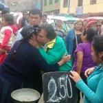 Presidente Toledo recorriendo los mercados del cono norte, el pueblo grita Toledo precios justos. @canalN_ http://t.co/ew7ExNlstt