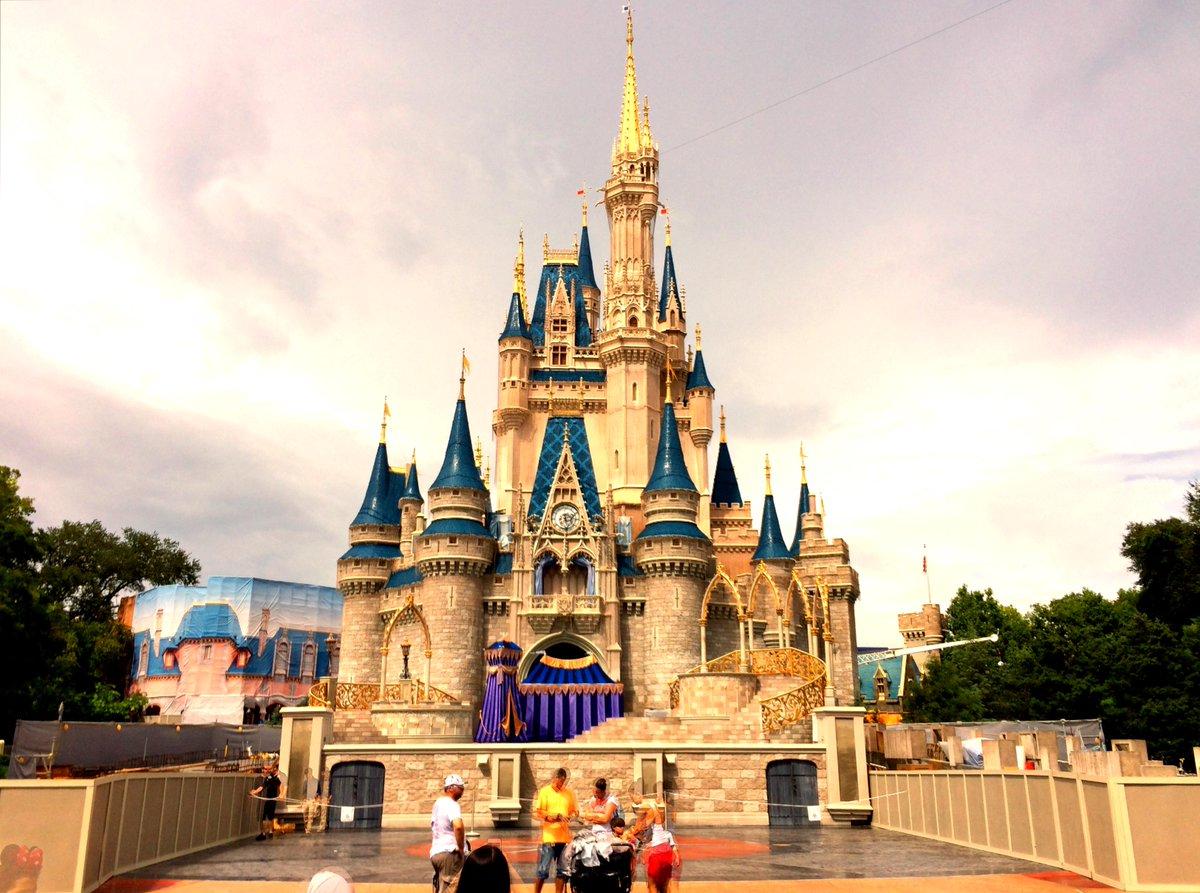 Magic Kingdom opened on this date in 1971. Happy Birthday Walt Disney World! http://t.co/KyD1YDyXWz