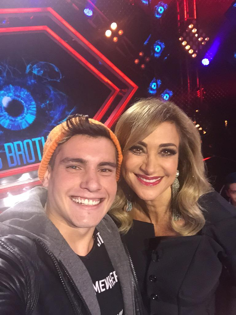 @Adela_Micha #ChileAdentro #selfie @BigBrother_PM http://t.co/l8wQDZivry