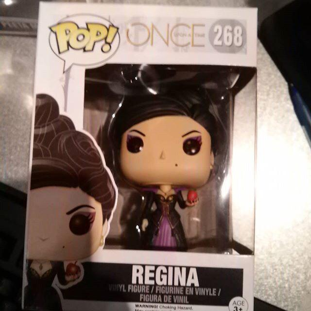 #SwanQueen fans!!! Guess who we just got in??? Contest goes LIVE tomorrow. FREE REGINA! http://t.co/xN1YgG6ZU0