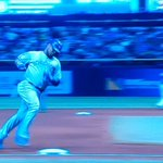 I love it when the #edwing is up. 39th home run for @encadwin. @Bluejays lead @rays 3-1 in the 6th. #cometogether http://t.co/aAEjRpEthq
