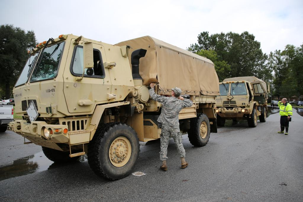 The National Guard is now helping evacuate. http://t.co/SmJJfeYbLm
