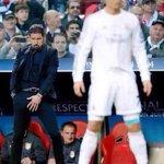 ميسي لمس الكرة ( 44 مرة ) في 20 دقيقة ضد أتليتكو مدريد ، رونالدو لمس الكرة (40 مرة ) في 90 دقيقة لا تعليق???? http://t.co/5PhD05ny3n