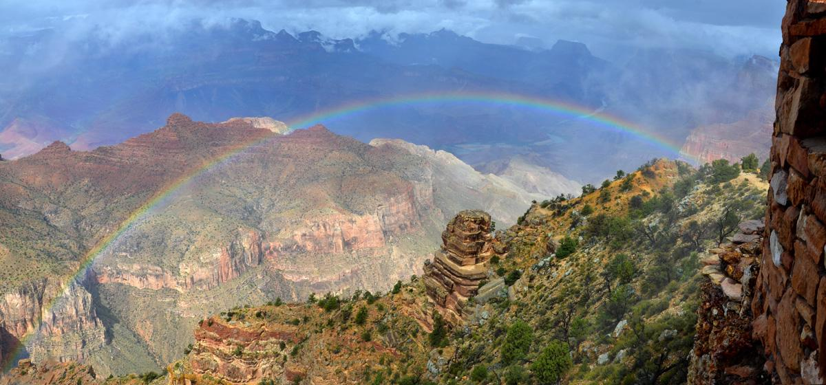 Have you ever been to a place where you can look down below you & see a full rainbow? #GrandCanyon is such a place http://t.co/1kWA0JJstE
