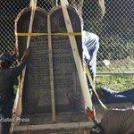 Oklahoma removes Ten Commandments monument http://t.co/QZu30bPuIC http://t.co/JEFKRrNesy
