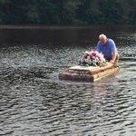 Charleston Area Pastor Defies Cop's Orders To Save A Floating Casket In Flood http://t.co/RCMwkZ3Fzk #scflood http://t.co/8MIfaty0fF