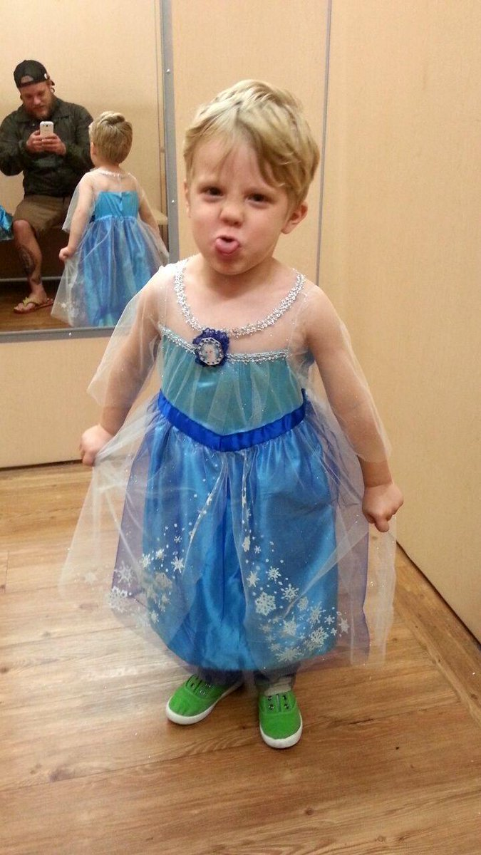 when boy picks frozen elsa halloween costume dad offers to dress up as her sister anna scoopnestcom