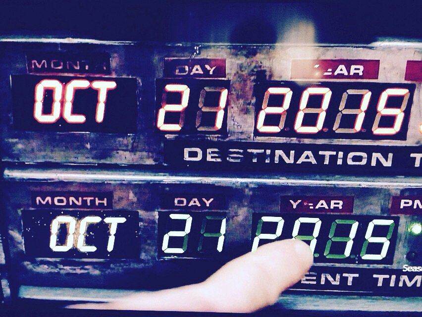 Happy Back to the Future Day! Look out for flying cars, y'all. https://t.co/noetQ3Ul8b