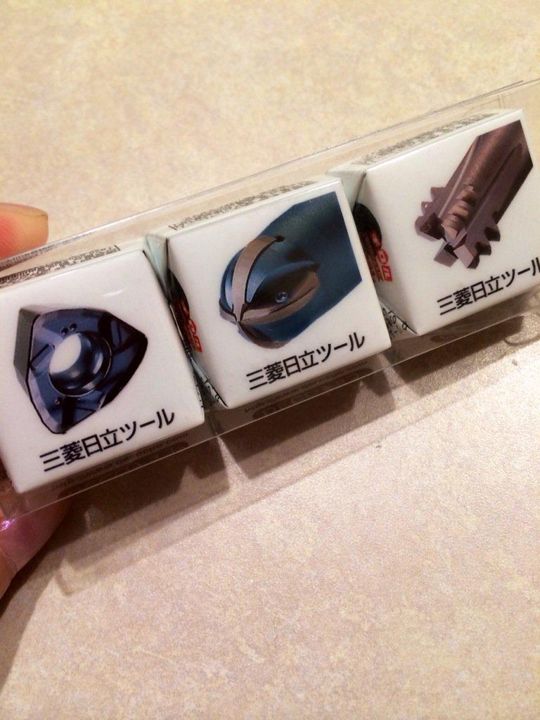 三菱日立ツールさんは超硬ではなくチョコを配っています。かわいいチロルチョコ。昨日からセラミック工具も受注販売してますよ。 https://t.co/BkCadwKC48