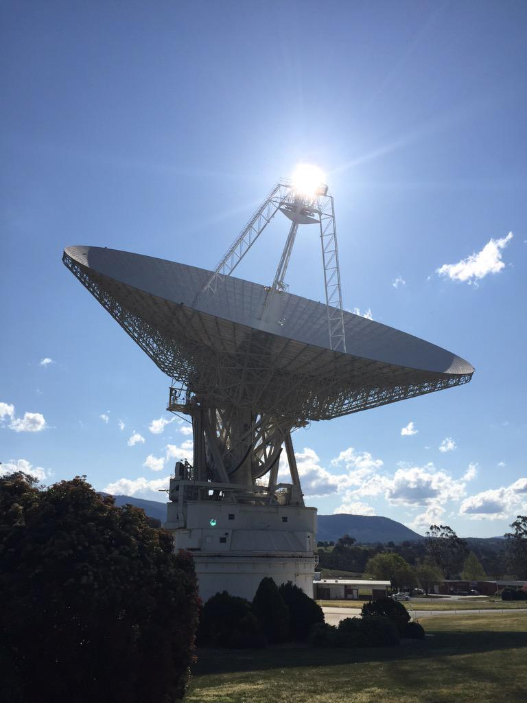 The Sun shining brightly as #DSS43's beacon. It's tracking @NASANewHorizons - the solar system covered in one shot. http://t.co/Vg8Z6S9XsF