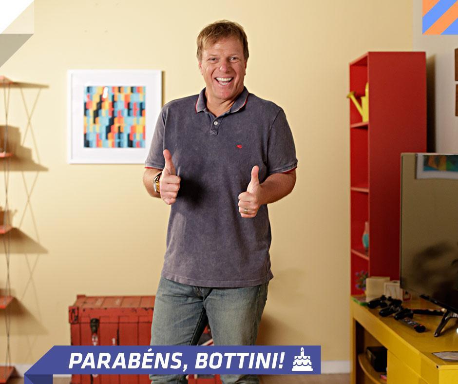 Hoje é aniversário do nosso querido Ciro Bottini! Parabéns, Bottiniii!!! :D <3 http://t.co/TpJbEKKXtP