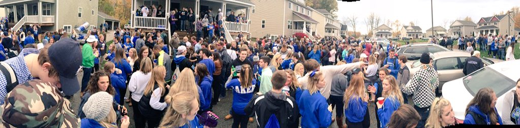 """Grand Valley doesn't have fun tailgates"" https://t.co/UY7J9x6gGn"