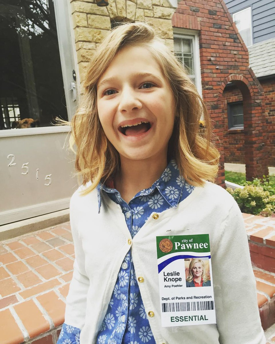 "It's Halloween Week and today is ""Hero Day"". My daughter picked Amy Poehler as Leslie Knope :) @smrtgrls https://t.co/zMKPbU2Nv7"