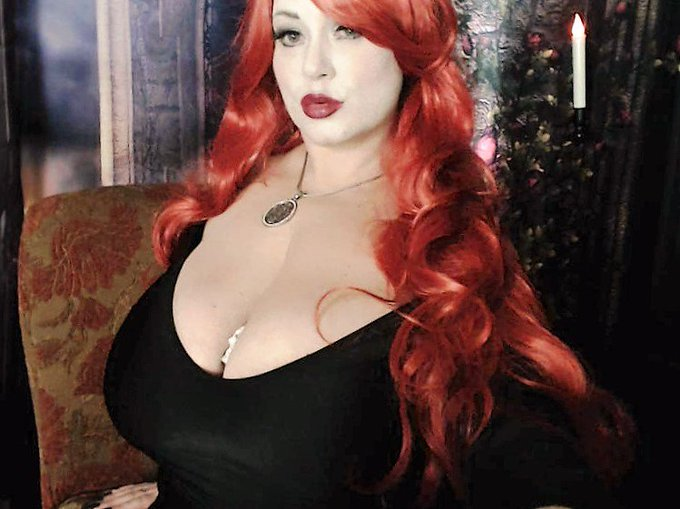 RT @Sam38G: #modelcentrohalloween https://t.co/t8IJFOAKbJ #Halloween #bigboobs #cleavage #bbw https://t