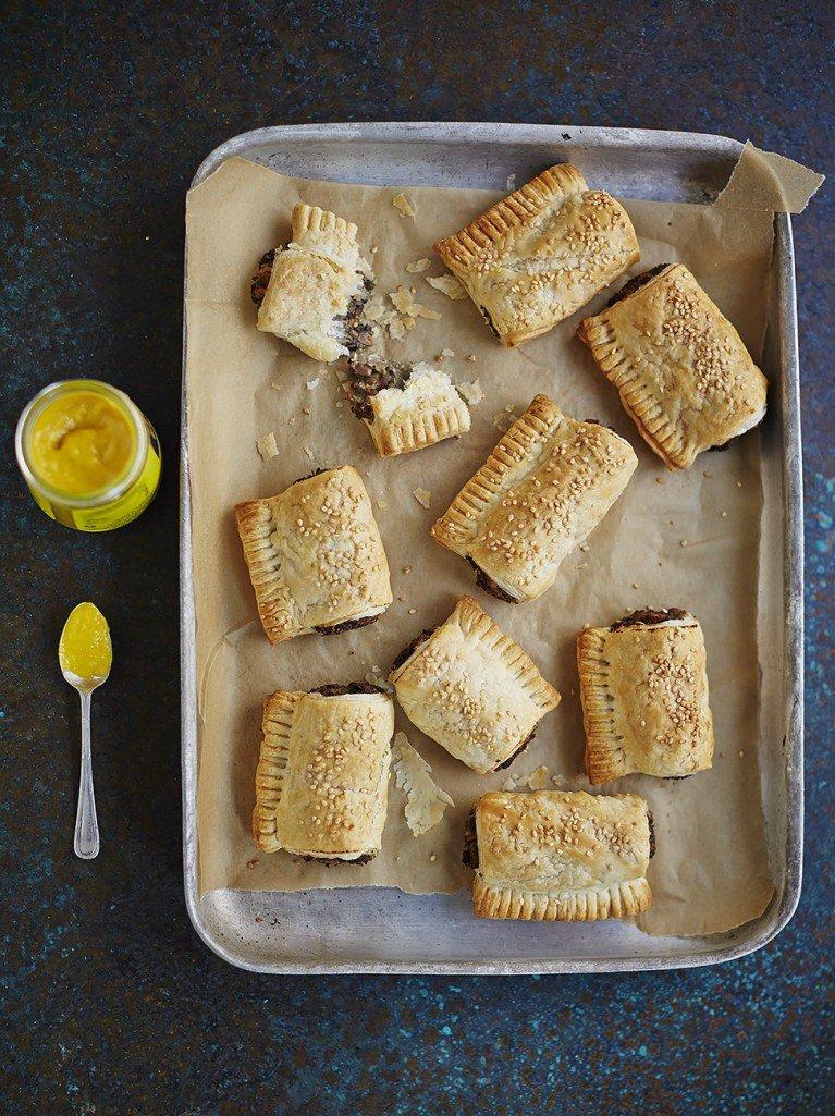 #recipeoftheday #vegan mushroom rolls. herby mushroom filling with golden puff pastry! https://t.co/ykfv7ixafn https://t.co/sr8v0KyDHj