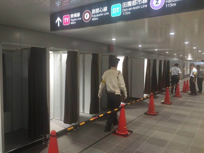 渋谷の地下に更衣室設置してたwww https://t.co/qtiVAT9ILl