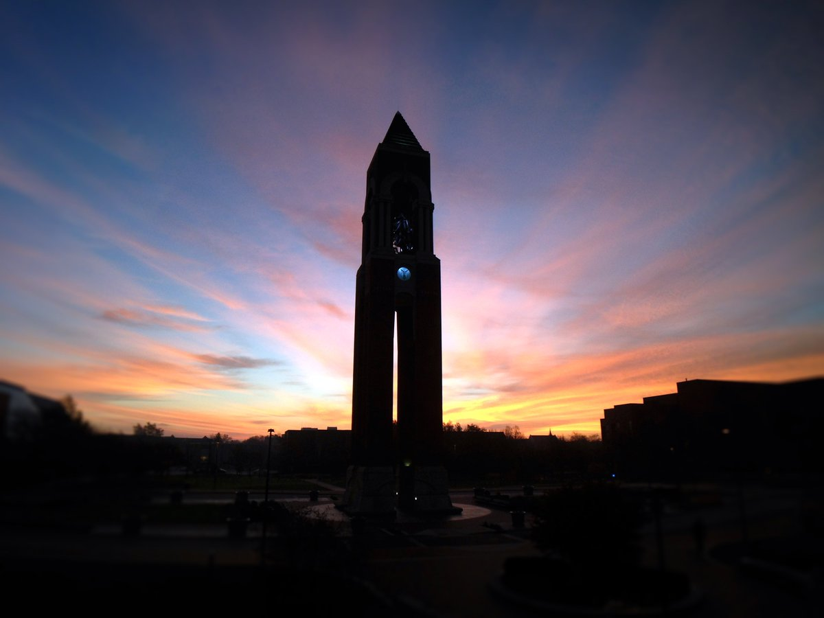 Gorgeous but chilly. @ballState tcom prof Tim Underhill recently captured sunrise and the bell tower. #ballstate https://t.co/3BE1Qj9sGD