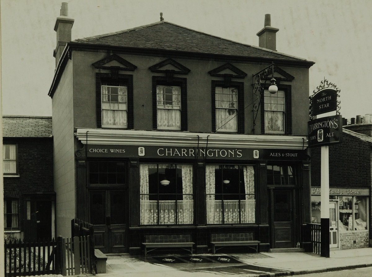 Share your memories of your favourite English pubs on @Historypin https://t.co/AUe9fCoMjd #thiscouldgetinteresting https://t.co/D7auAajdDC