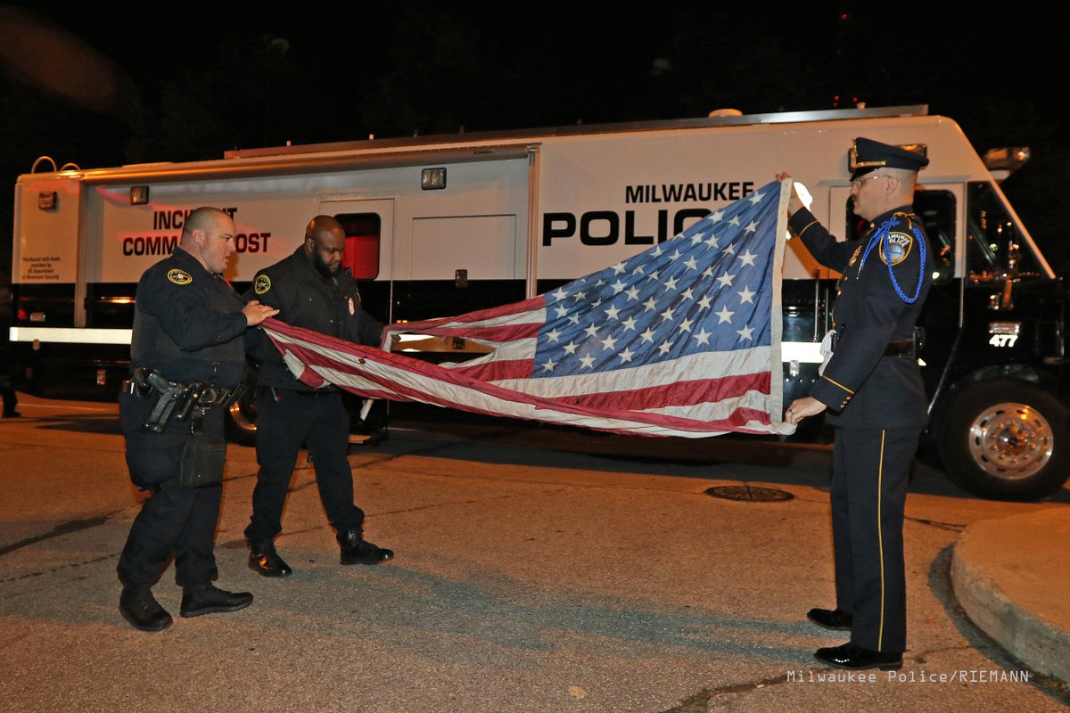 American flag torn and burned by protester ceremoniously folded by @MilwaukeePolice. https://t.co/1NGi3jG1TU