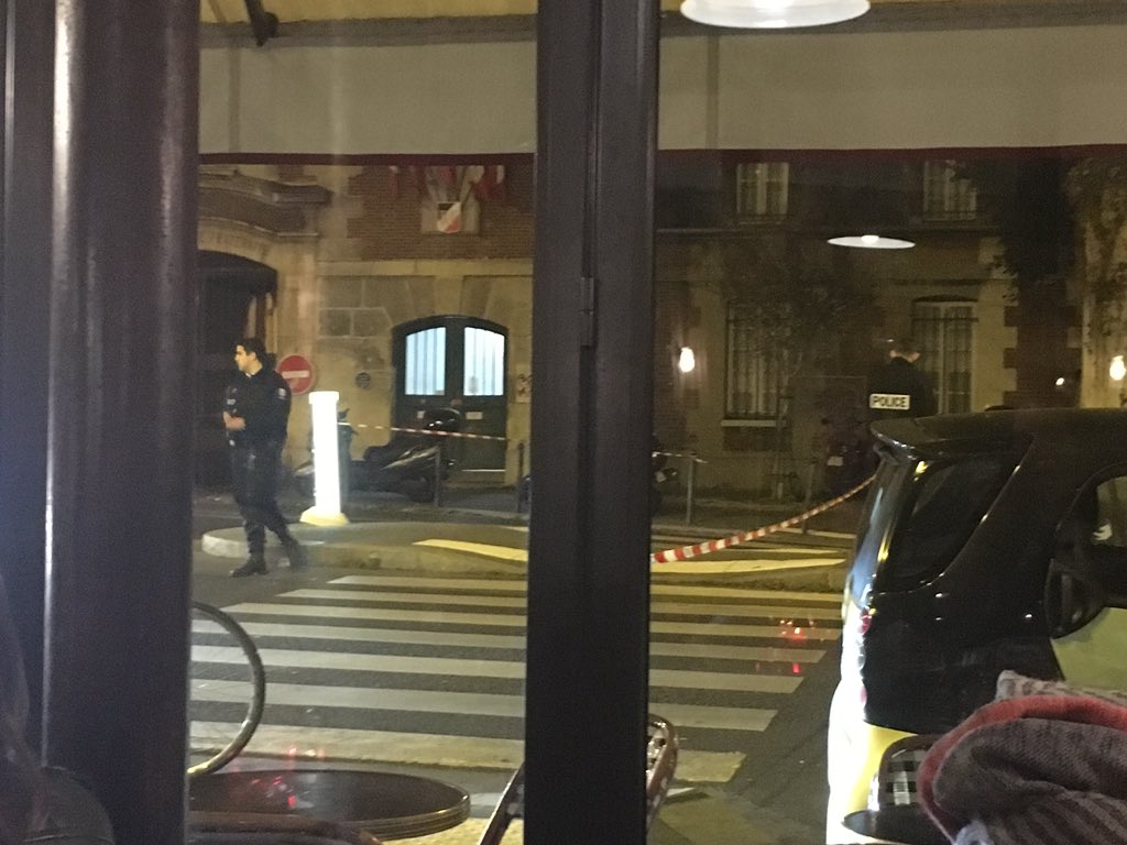 Police with heavy guns on the streets in #Paris now after the shooting or explosion [pic:@gustaveisfrench] https://t.co/GdedmvA6Jm