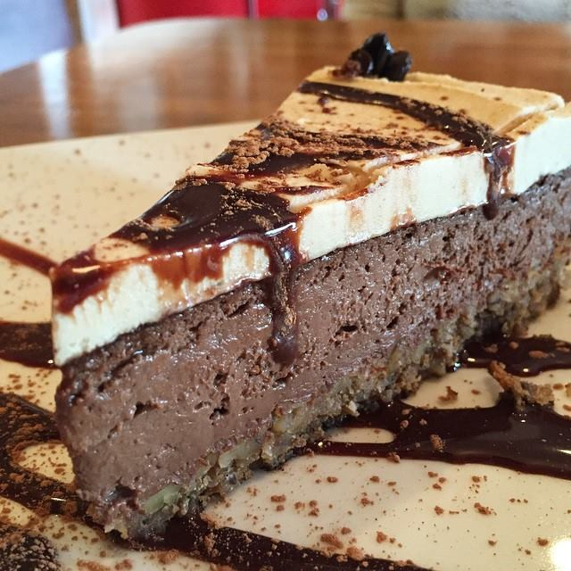 Our Chocolate Peanut Butter Cheesecake! #vegan #silverlake #losangeles https://t.co/S4whxRO9Js