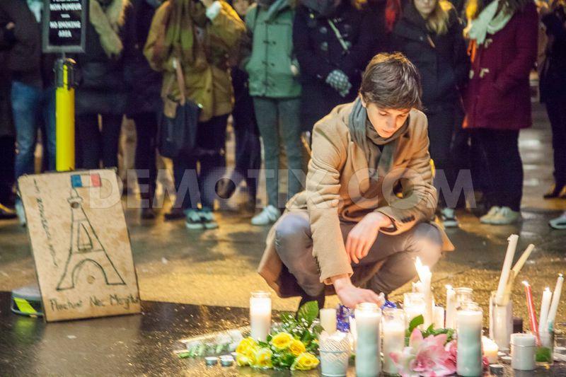Vigil #Montreal for victims of #ParisAttacks https://t.co/y15skA9Kpv https://t.co/2fejPCCbtS