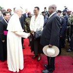 Seeing off @Pontifex at Entebbe International Airport.Uganda is grateful for your visit.God bless you! #PopeInUganda https://t.co/DzPsTxEnIv