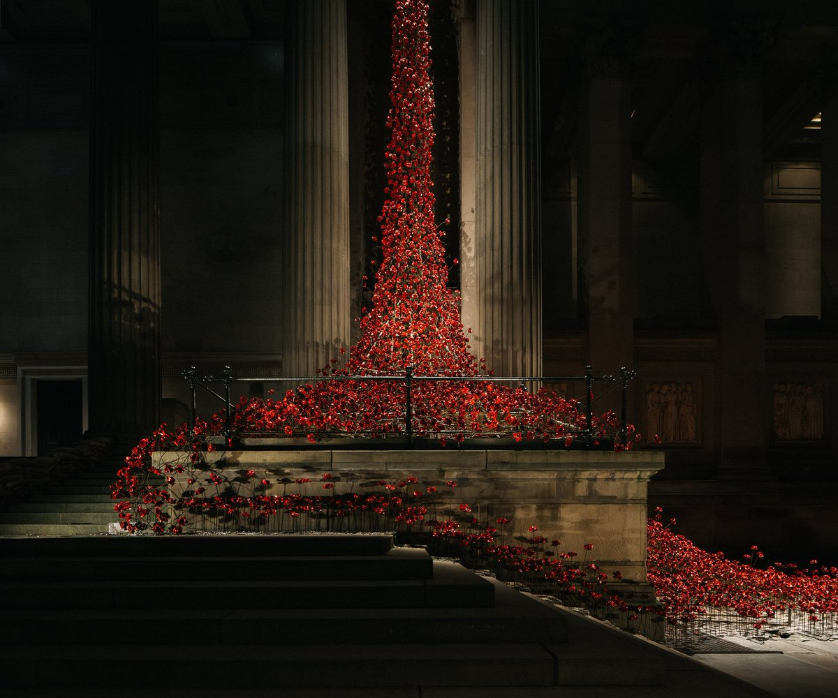 The beautiful 'Poppies: Weeping Window' at @SGHLpool by @1418NOW - https://t.co/7w6rD5EdGs #PoppiesTour #Liverpool https://t.co/46OFFpahVm