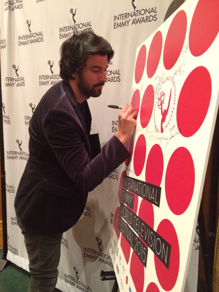 Best Actor Nominee Engin Akyurek @karapara_ask from Turkey signs the Intl Emmy World TV Festival board #iemmyNOMs https://t.co/hQYAgVE5rn
