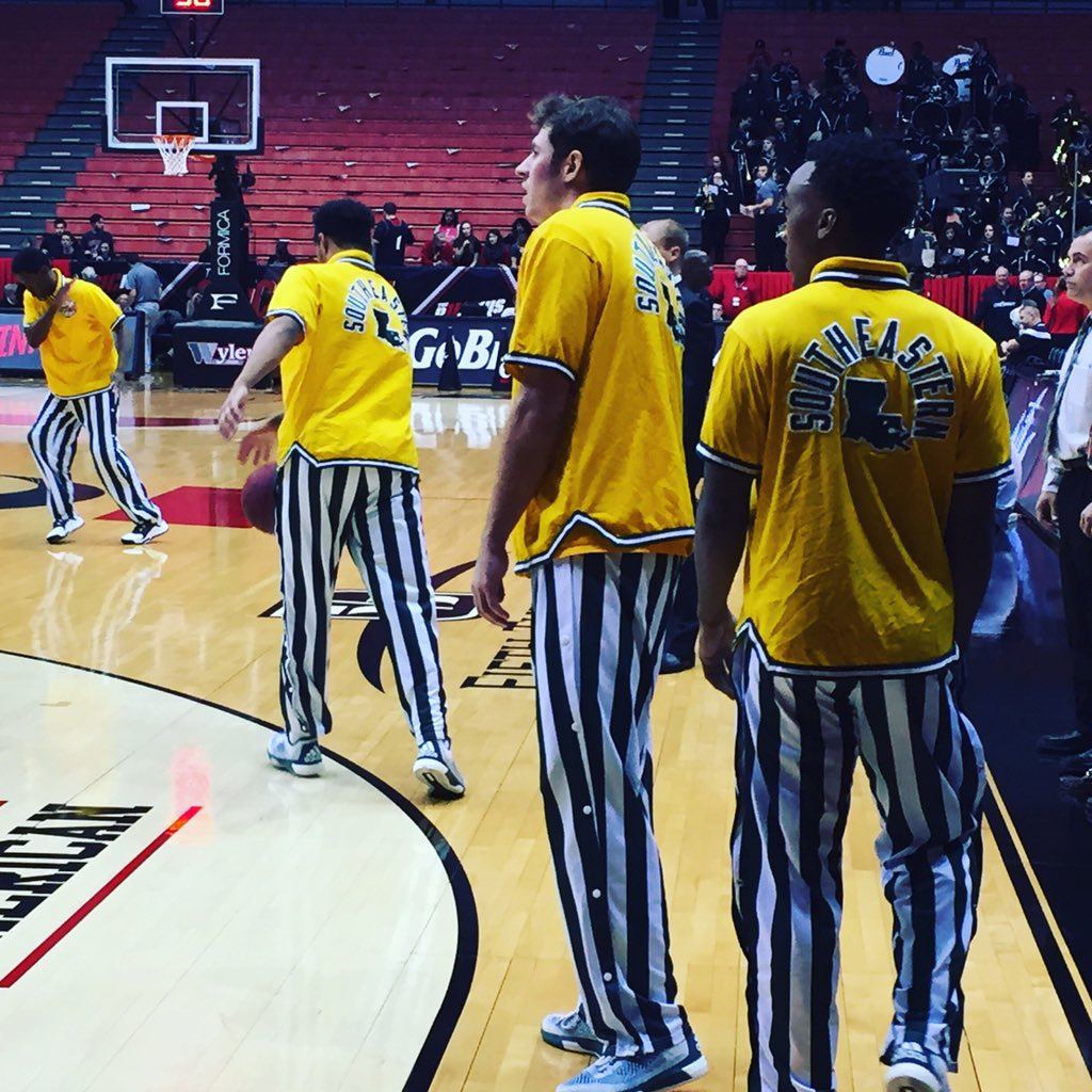 Southeastern Louisiana may have the best warmups in basketball #mcbb @FOXSportsOH https://t.co/JHjCJcweNQ