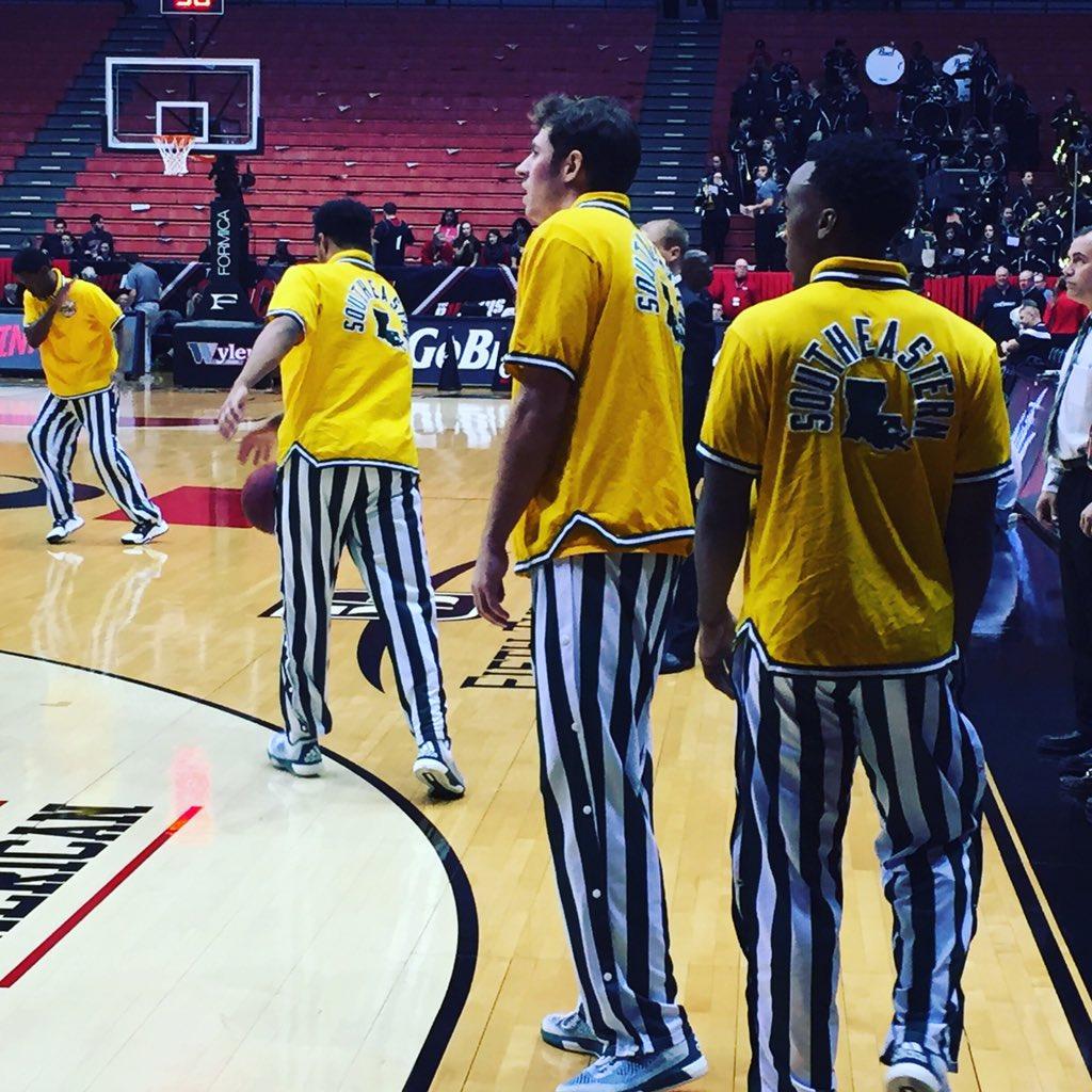Southeastern Louisiana may have the best warmups in basketball #mcbb @FOXSportsOH https://t.co/JHjCJcweNQ