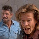 名作「トレマーズ」がTVシリーズとして甦る。さらに、25年前のオリジナルに主演したケヴィン・ベーコンが同じバレンタイン(通称バル)役で再登場するという吉報付き。ベーコンはエグゼクティヴ・プロデューサーも務める気合いの入りよう。 https://t.co/02QawKt1KE
