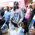 Snoop Dogg passes out turkeys at VIP Records in Long Beach https://t.co/s0MWdPkp4Z https://t.co/ibPnmuX1K3
