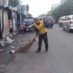 #suaraBDG via @BangIbrahim : Semangat pagi pahlawan kebersihan Bandung, hatur nuhun sdh bantu bersihkan bandung https://t.co/vTUKgcqMhy