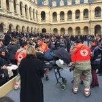 Cour des Invalides, hommage aux victimes. https://t.co/XAV412phx1