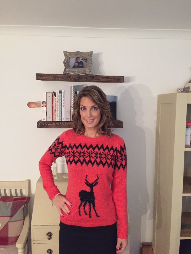 Andrea Byrne (@AndreaByrneTV): Rocking the Xmas knit #textsanta #itvtextsanta #TextSantaTruprintSelfie RT this & £ is donated to appeal! https://t.co/wCuypu6JiO