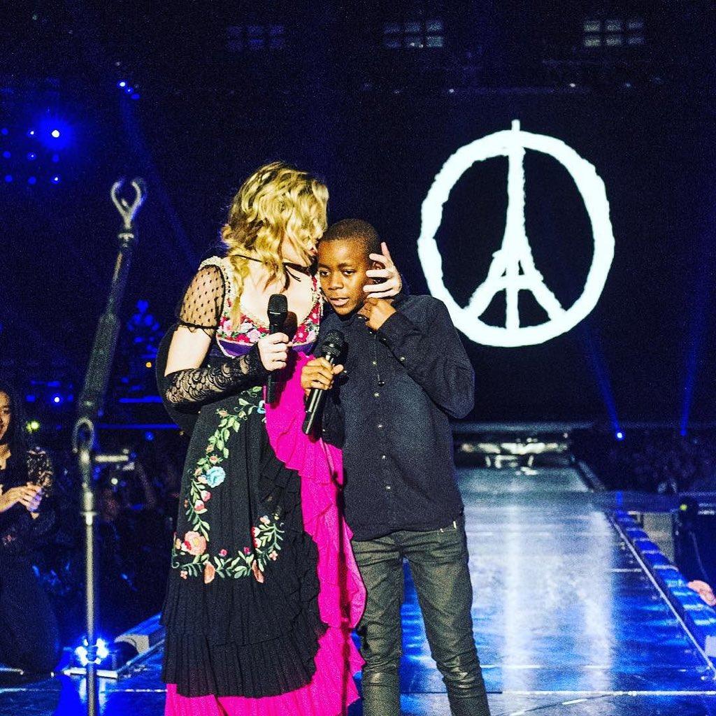 Peace in Paris. Peace in the World! Peace in our ????'s. @JRart ❤️ #rebelhearttour https://t.co/gH3qaVVkS6