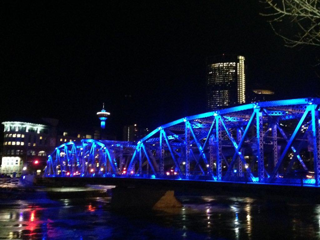 Blue lights downtown tonight honour MLA Manmeet Bhullar #nicetomanmeetyou https://t.co/6dT1KMyPNh