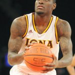A.J. English of Iona College had an INSANE night:  46 Points, 8 assists, 13/19 from 3, & 15/25 from the field. https://t.co/hDdjVefj5i