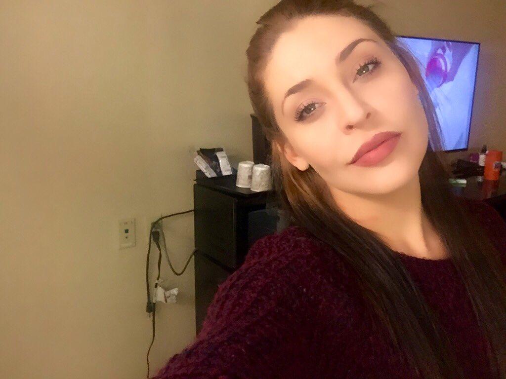 ratchet cords, burgundy lips, sweater weather,chubby cheeks. ???? ugMT4m8ZdU