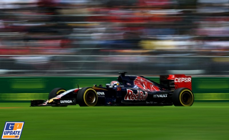 Max Verstappen in een Toro Rosso-Ferrari. RT als je, net als wij, niet kan wachten tot 2016! https://t.co/0TQJdsrL4z