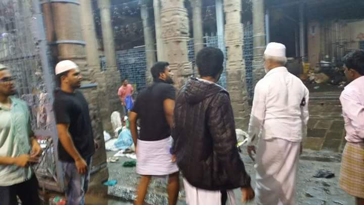 ஓர் பெரும் வெள்ளம் , சாதிகளையும் மதங்களையும்  அடித்து சென்றுவிட்டது !! https://t.co/MuPZT6sI4V