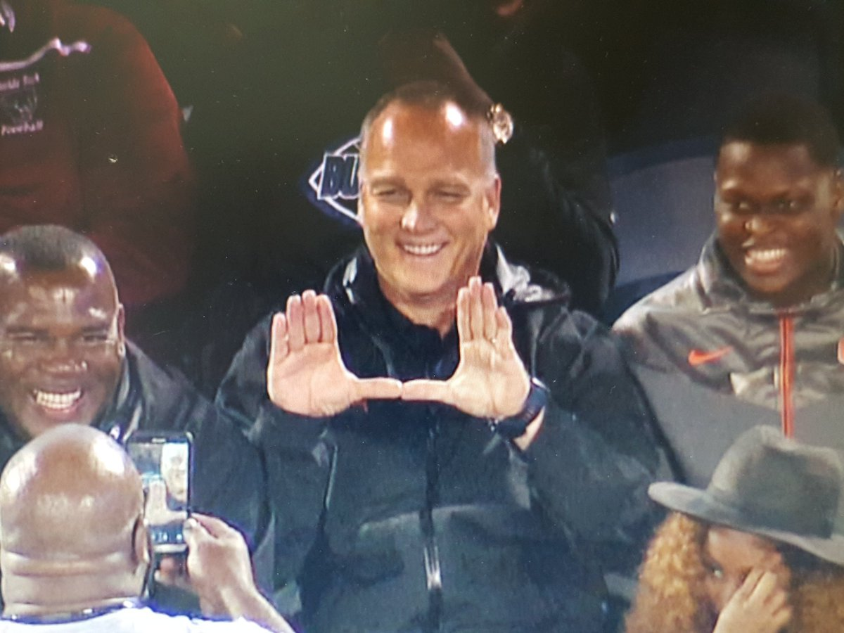 .@MarkRicht Throwing up the U at the Booker T. Washington vs Raines @FHSAA 4A state title game #Canes https://t.co/5Ivp8SecLQ