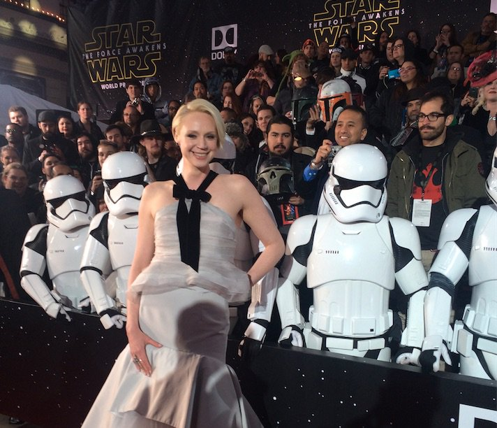 @lovegwendoline poses with a few of her troopers on the #StarWars #TheForceAwakens red carpet https://t.co/hML6RoooJz